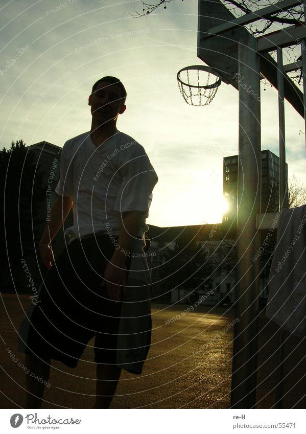 ballin Spielen Korb Basketball basektball Sonne Mensch Sport