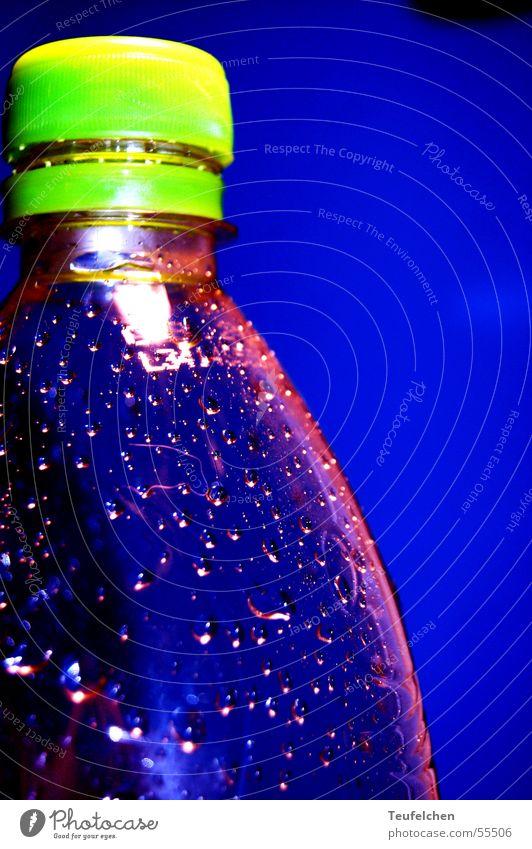 blaue quelle Erfrischung Joggen Baseballmütze Wassertropfen Flasche Mineralwasser laufen Verschluss kappe Statue