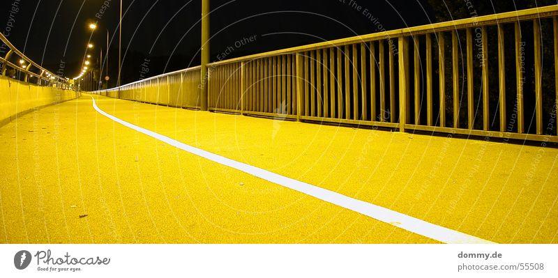 Street@Night Mensch gelb Straße Beleuchtung Brücke lang Laterne tief Geländer Würzburg