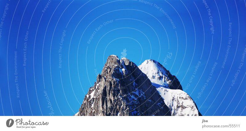 Gummfluh Winter steil Verlauf gummflug hintere Schnee Felsen Berge u. Gebirge Stein Spitze spitzig Himmel blau Klarheit Graffiti Schatten
