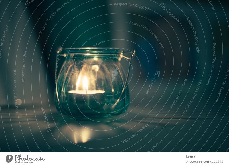 Lichtlein Feste & Feiern Weihnachten & Advent Teelicht Kerze Kerzenschein Flamme Lichtschein Lichtspiel Glas leuchten schön blau gelb türkis brennen Farbfoto
