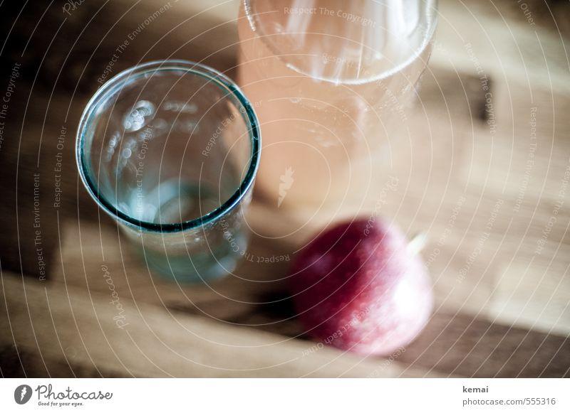 Küche | Apfelsaft Lebensmittel Frucht Ernährung Getränk Erfrischungsgetränk Saft Flasche Glas Arbeitsfläche Holz Gesundheit lecker rot Farbfoto Gedeckte Farben