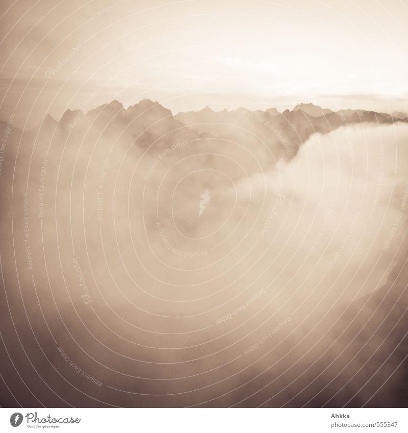 Monochrom Gesundheit ruhig Duft Natur Wolken Berge u. Gebirge Gipfel exotisch fantastisch gigantisch Unendlichkeit weich braun Stimmung Leidenschaft Wahrheit