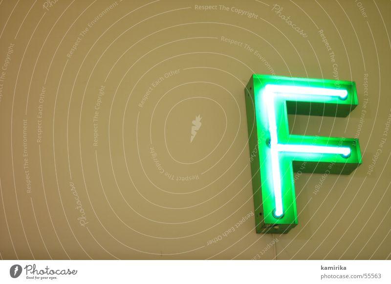 f*** Leuchtreklame Neonlicht grün elektrisch elektronisch Buchstaben Lampe Licht ef eff leuchten