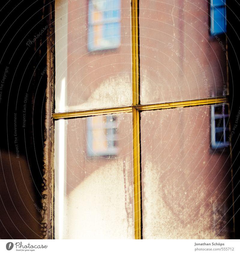 Hostelecke V Sonne Haus Winter kalt Fenster Wand Mauer Architektur Gebäude Holz Fassade gold Häusliches Leben ästhetisch Aussicht Bauwerk