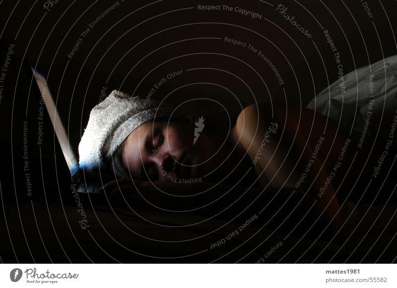 Nightshift Schichtarbeit schlafen Notebook Design Designer Mobilität Computernetzwerk Chatten Nacht Erschöpfung Arbeit & Erwerbstätigkeit Leben wireless 2005