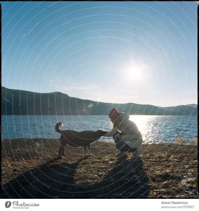 Hund Mensch Himmel Natur Jugendliche Wasser Farbe Junge Frau Landschaft Tier 18-30 Jahre Erwachsene kalt Berge u. Gebirge feminin Herbst
