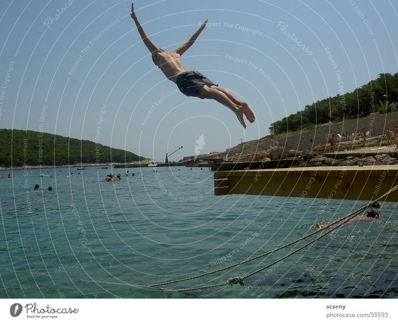 Segelflug mit Wasserlandung Meer springen Steg Freizeit & Hobby Sommer Sprungbrett Kroatien sea water dive footbridge Insel boy Freude fun leisure diving board