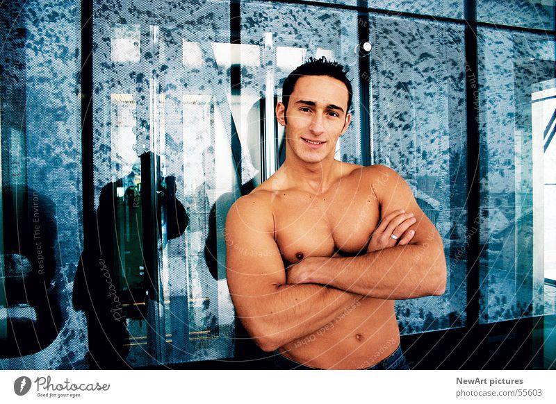 body Mann Hand blau Gesicht Erotik Wand Haare & Frisuren Körper Haut Glas Model Fensterscheibe Muskulatur Typ Macho