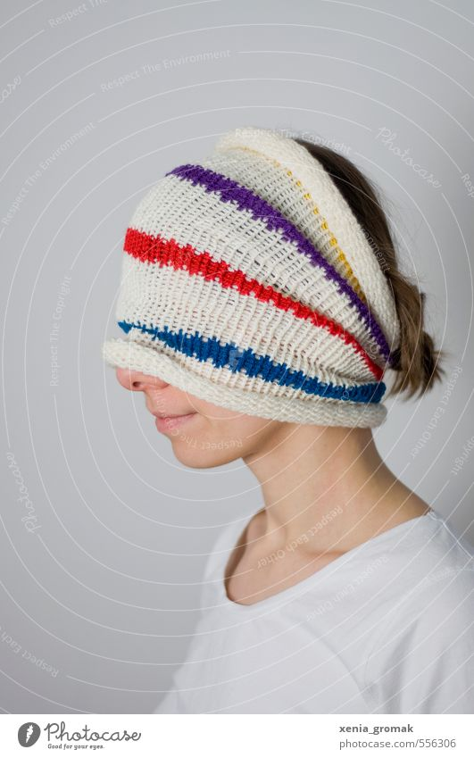 Versteckspiel Lifestyle Stil schön Mensch feminin Junge Frau Jugendliche Erwachsene Leben Kopf 1 18-30 Jahre Mode Bekleidung Accessoire Maske Schal Mütze