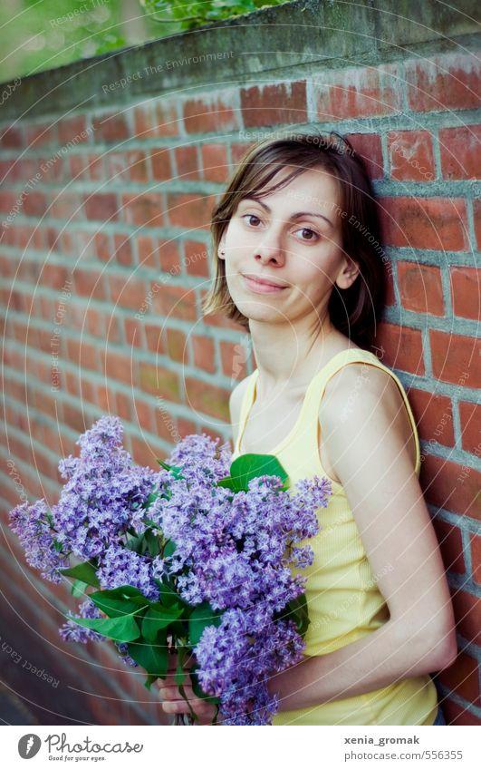 Flieder Mensch Frau Kind Natur Jugendliche Pflanze Erholung Junge Frau 18-30 Jahre Erwachsene Umwelt Leben Gefühle feminin Blüte Stimmung