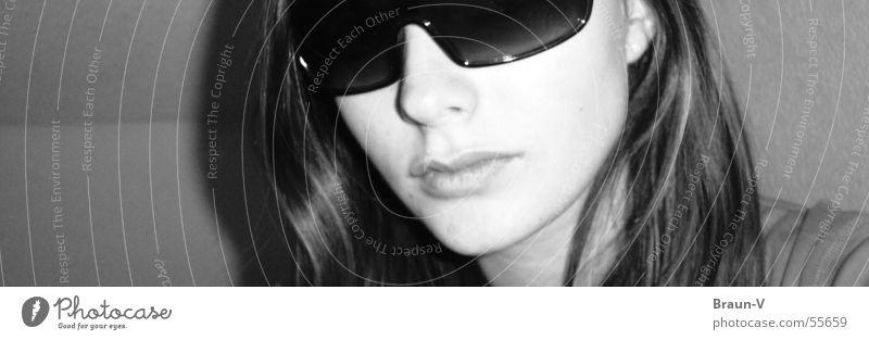 i wear my sunglasses at night ... Sonnenbrille grau schwarz weiß Lippen grey Schwarzweißfoto black Gesicht Ohr Haare & Frisuren Detailaufnahme