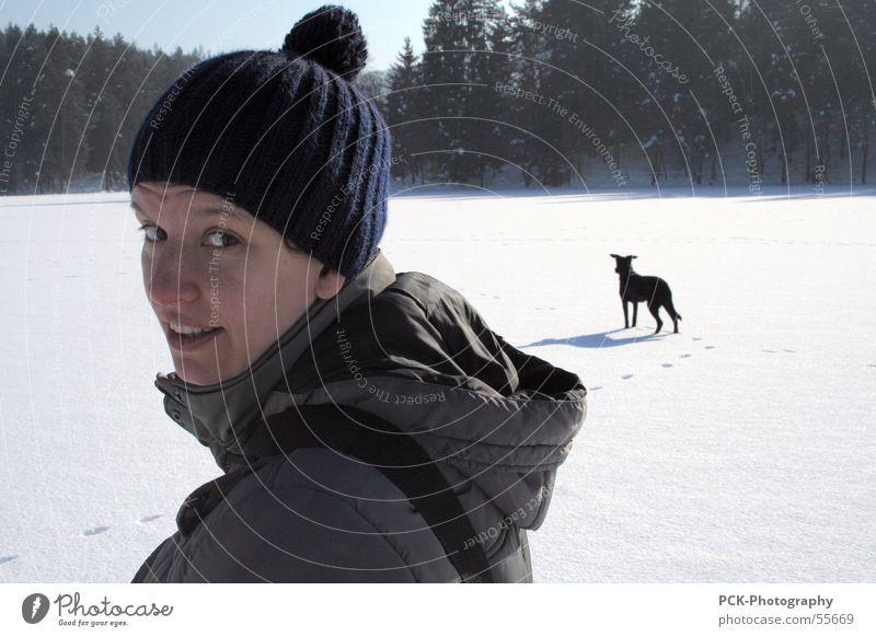 winter elfin Winter Freizeit & Hobby unterwegs wandern Frau Hund Schneelandschaft kalt Eis Blick Auge Gesicht Sonne Landschaft drehbewegung Schönes Wetter