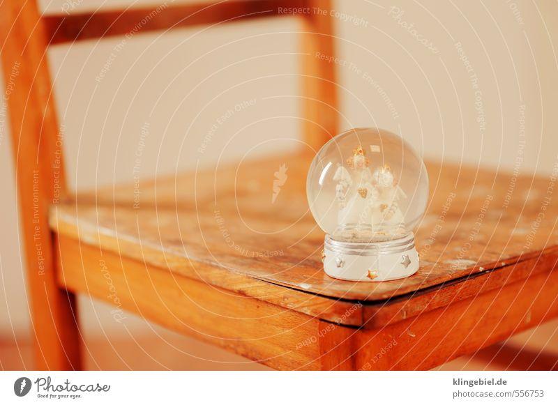 Schneekugel mit Engel Spielzeug Dekoration & Verzierung Kitsch Krimskrams Souvenir Sammlung Sammlerstück Holz Glas Kristalle Zeichen Kugel historisch retro gelb