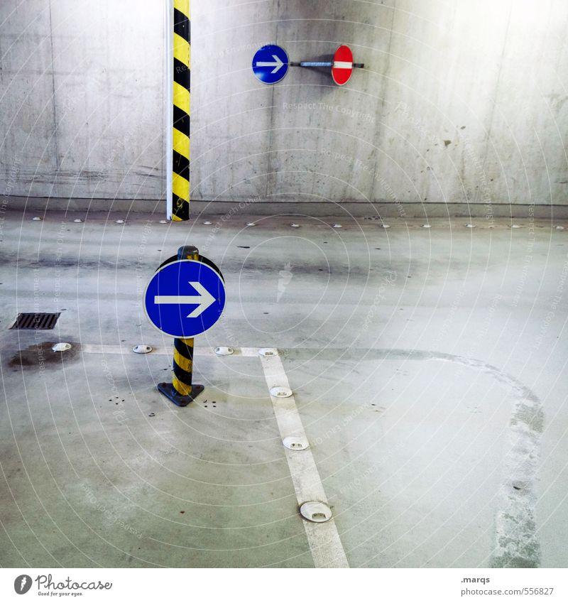 Wegweiser Verkehr Verkehrswege Wege & Pfade Verkehrszeichen Verkehrsschild Zeichen Schilder & Markierungen Hinweisschild Warnschild Linie Pfeil außergewöhnlich