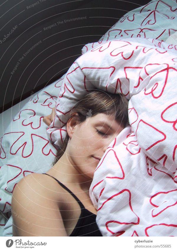 Dornröschenschlaf Bett schlafen Kuscheln Bettwäsche ruhig Halbschlaf Herz Auge liegen Erholung