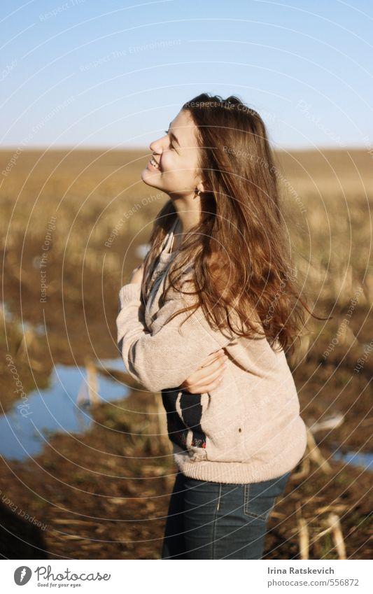 Himmel Natur Jugendliche schön Junge Frau Landschaft Freude 18-30 Jahre Gesicht Erwachsene Liebe Gefühle Herbst lachen Haare & Frisuren natürlich