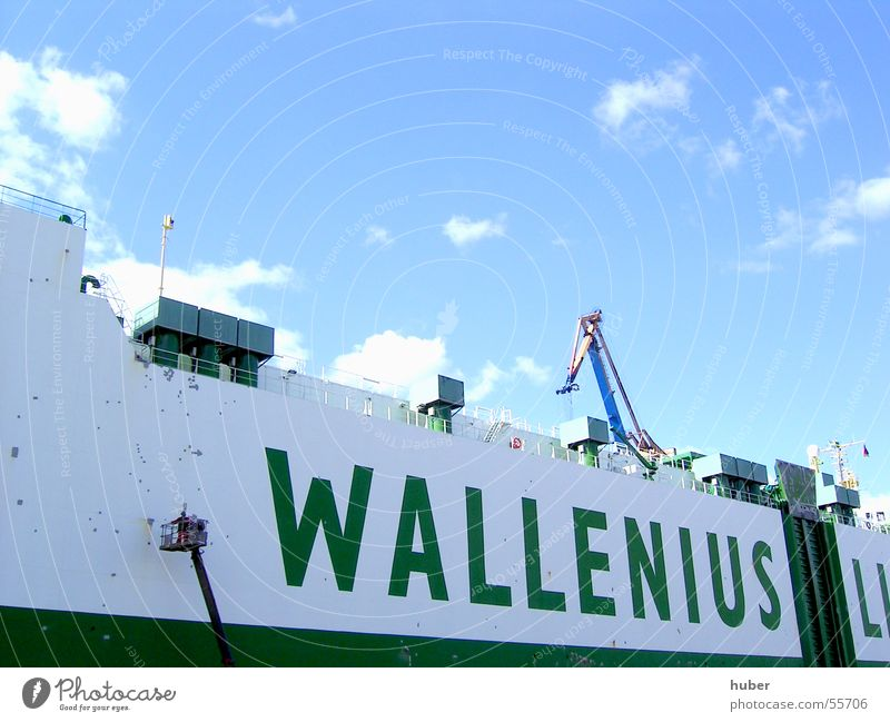 Schiffswand Wasserfahrzeug Schiffslakierer weiß grün Werft Blohm + Voss Bordwand Anstreicher Farbe wallenius anmalen