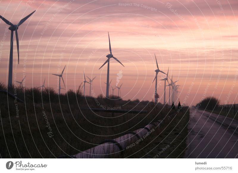 Sonnenaufgang am Deich.... Himmel rot Wolken Straße dunkel Wetter Industriefotografie Romantik Windkraftanlage Rost Deich schlechtes Wetter Wolkendecke