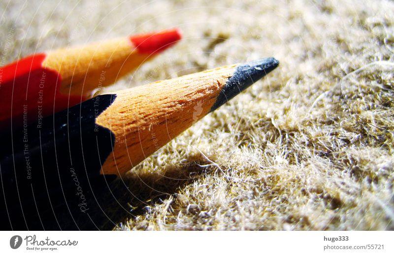 zwei farben: rot, schwarz Farbe Holz 2 Spitze streichen Richtung Schreibstift zeichnen Verbindung Teppich Politik & Staat matt Bündnis Koalition Holzmehl CDU