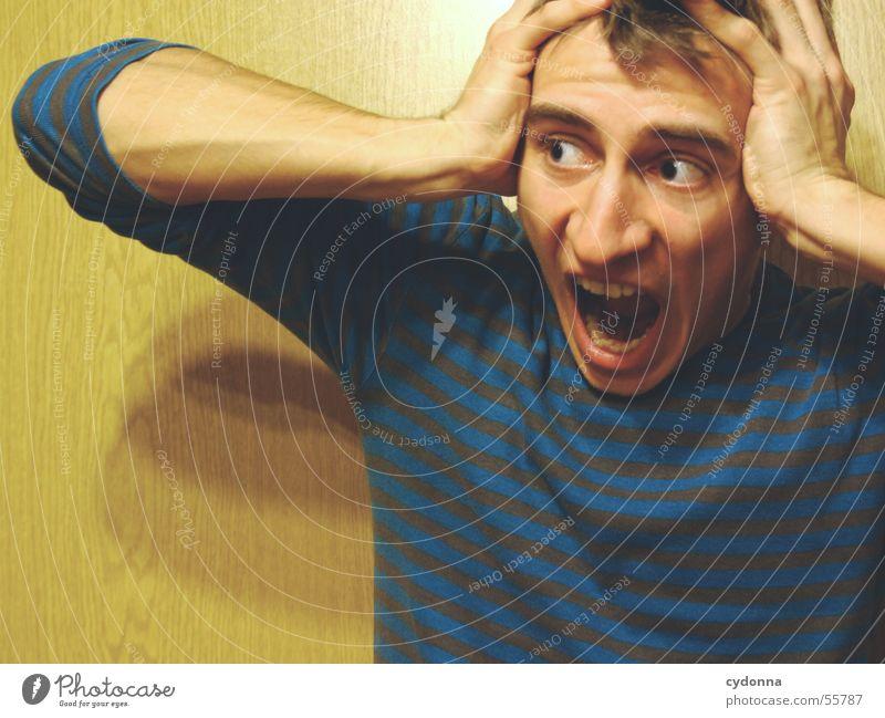 Menschenskind VI Mann Hand Gesicht Wand Holz Stil Körperhaltung schreien Gesichtsausdruck Pullover Maserung Schrecken