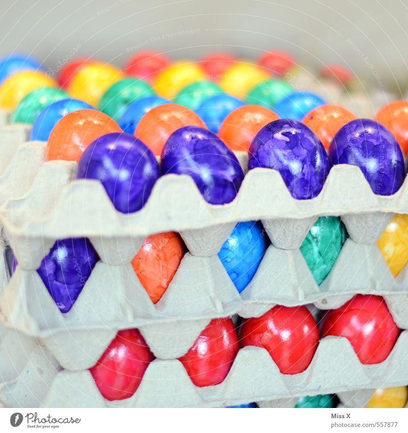 Frohe Ostern ;-) Lebensmittel Ernährung mehrfarbig Osterei Wochenmarkt Eierkarton Farbe Karton verkaufen Eierverkäufer Eierpaletten Hühnerei Farbfoto