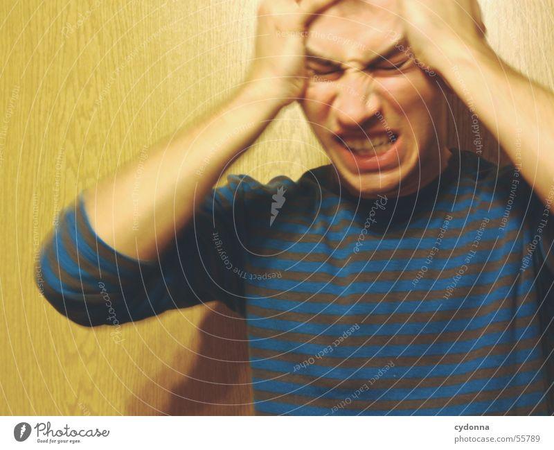 Menschenskind VII Mann Hand Gesicht Wand Holz Stil Körperhaltung Gesichtsausdruck Pullover Maserung genervt