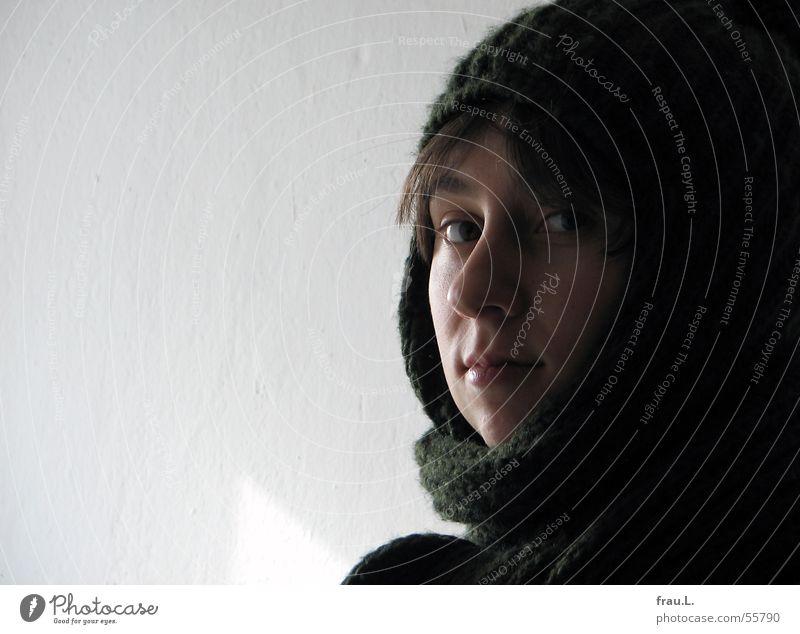 Lana im Winter Frau Mensch Gesicht feminin Wand Seil Bekleidung zart niedlich Mütze schick Schal