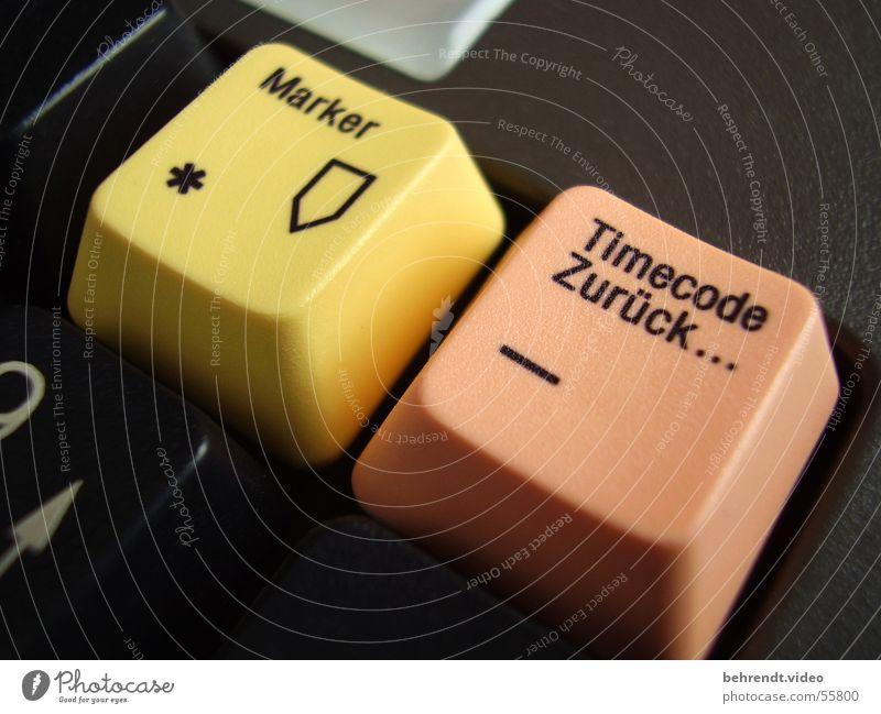Timecode & Marker schwarz gelb orange Schilder & Markierungen Stern (Symbol) nah Schriftzeichen Tastatur diagonal Wort zurück Video Medien Filzstift Premiere