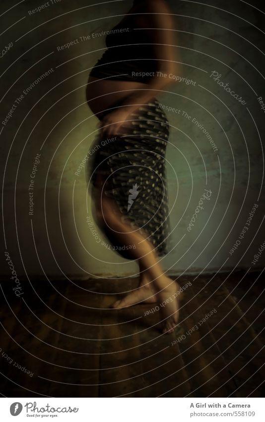 zeitlich verträumt Mensch Frau Jugendliche schön Junge Frau Erwachsene Leben feminin Bewegung Tanzen warten Bauch schwanger Erwartung 30-45 Jahre