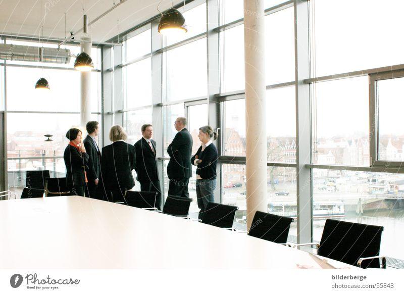 Konferenz-1 sprechen Mensch Bildung Lampe Business Arbeit & Erwerbstätigkeit Raum Tisch Stuhl Sitzung Erwachsenenbildung Versammlung Teamwork Rede