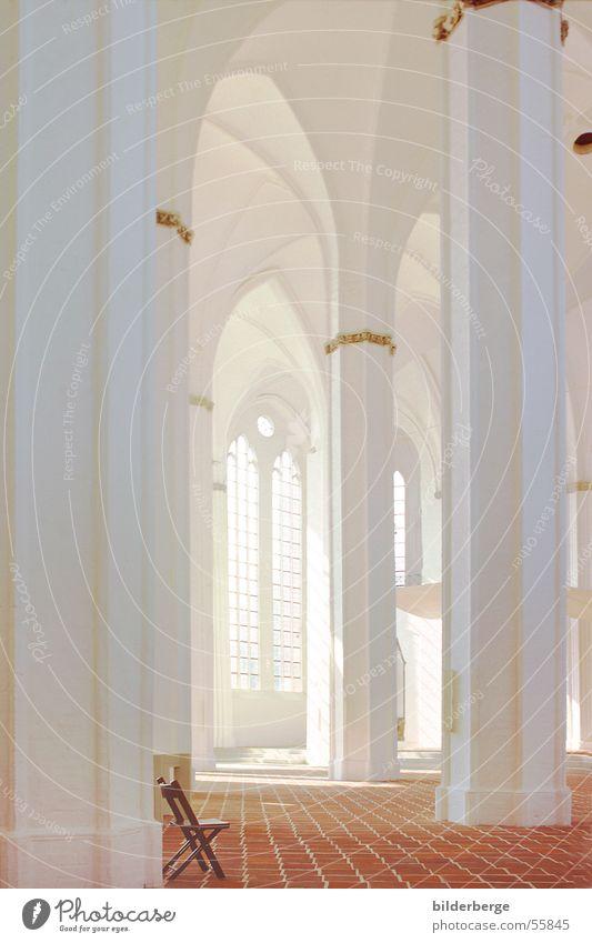 Säulen-15 Gotik Kirchenfenster Fenster Gebäude Licht Sonnenstrahlen Religion & Glaube weiß himmlisch Backsteingotik Stuhl gold terakotta st. ptrie