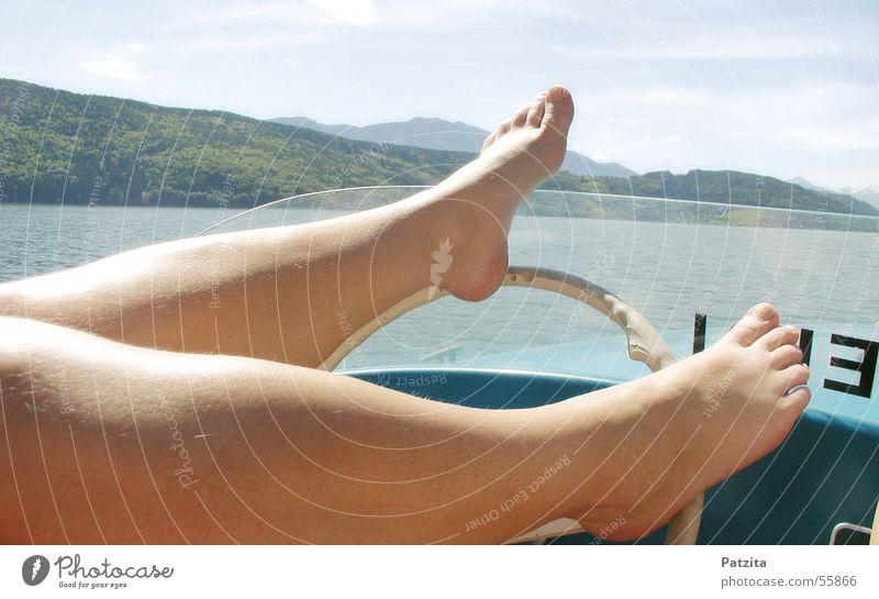Fuß-Lenker Wasser Himmel Berge u. Gebirge See Beine Wasserfahrzeug Haut fahren führen Zehen lenken Lenkrad