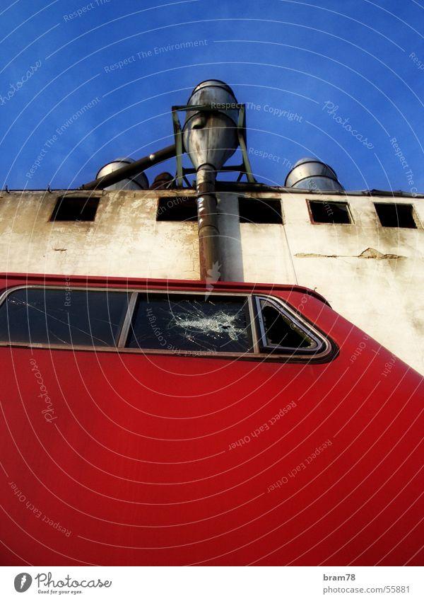 roter zug Himmel blau Haus Eisenbahn
