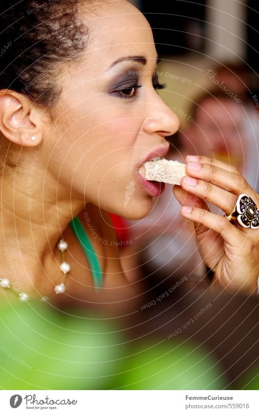 Lunch Break (I). Mensch Frau Jugendliche Junge Frau 18-30 Jahre Erwachsene feminin Essen Lebensmittel genießen Ernährung Getreide Café Bioprodukte Frühstück exotisch