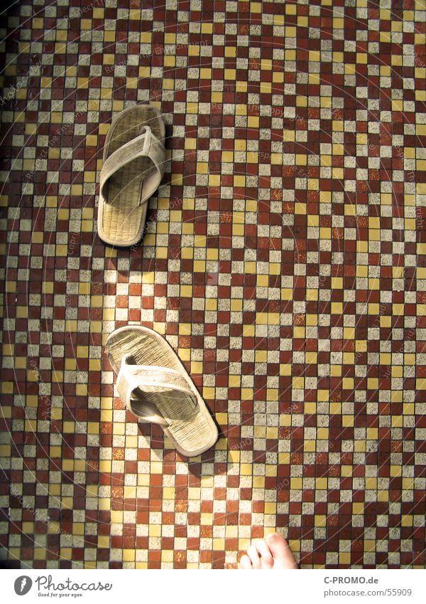 Toller Fußboden rot gelb braun Bekleidung Wellness Schwimmbad Fliesen u. Kacheln Mosaik Spa Sandale