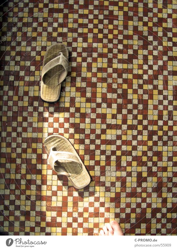 Toller Fußboden rot gelb Fuß braun Bekleidung Wellness Schwimmbad Fliesen u. Kacheln Mosaik Spa Sandale