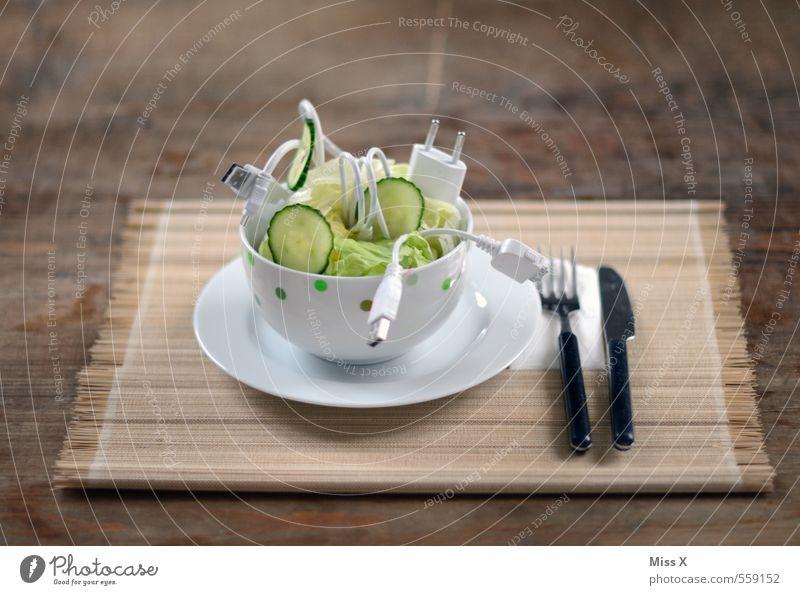 Kabelsalat lustig Lebensmittel Metall Business Technik & Technologie Ernährung Tisch Kunststoff Gemüse Internet Geschirr chaotisch Schalen & Schüsseln Teller