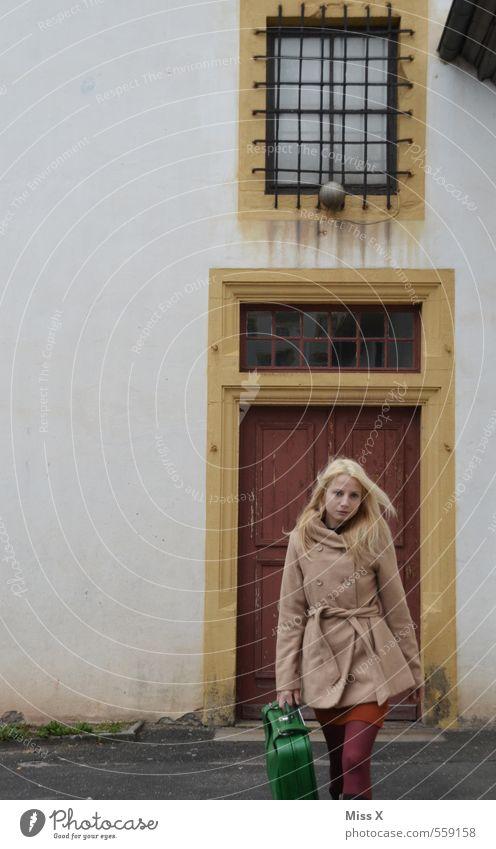 zuversichtlich Mensch Ferien & Urlaub & Reisen Jugendliche schön Einsamkeit Junge Frau Winter 18-30 Jahre Erwachsene Leben Gefühle Herbst Haare & Frisuren