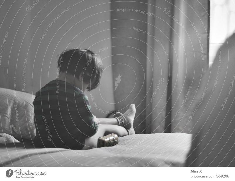 traurig Spielen Bett Mensch maskulin feminin Kind Kleinkind 1 1-3 Jahre 3-8 Jahre Kindheit Traurigkeit weinen Gefühle Stimmung Unlust Sehnsucht Enttäuschung