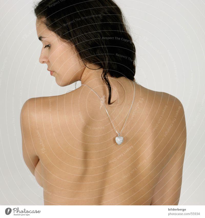 Silberherz mehrfarbig Porträt schön Haare & Frisuren Haut feminin Frau Erwachsene Mund Lippen Rücken Brust Schmuck Herz Liebe silber Leidenschaft Geschenk