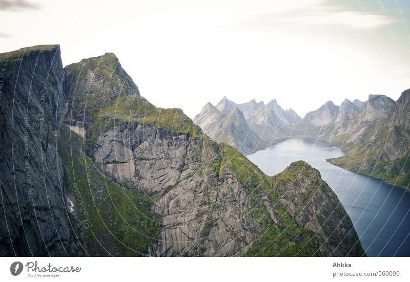 mountains Natur Ferien & Urlaub & Reisen blau Einsamkeit Landschaft Ferne Berge u. Gebirge Freiheit oben See Stimmung Kraft wild Zufriedenheit authentisch ästhetisch