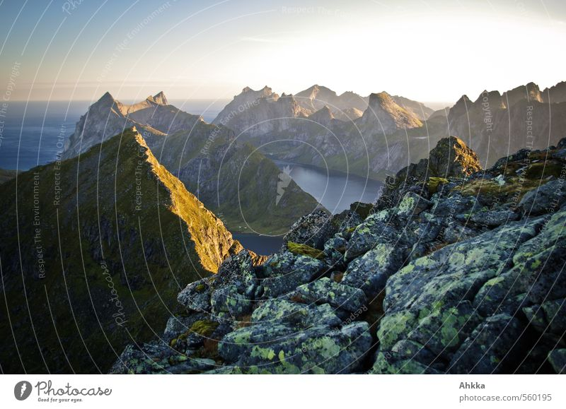 Das erste Licht Natur Meer Landschaft ruhig Berge u. Gebirge Glück Felsen Stimmung Kraft Idylle Ordnung Perspektive Schönes Wetter ästhetisch Energie Beginn