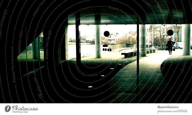 Rathaus Gebäude offen Eingang Ausgang Tor Fenster durchsichtig Stadthalle dunkel Innenaufnahme Lagerhalle Tür Automatisierung Glas Glasfassade Wege & Pfade