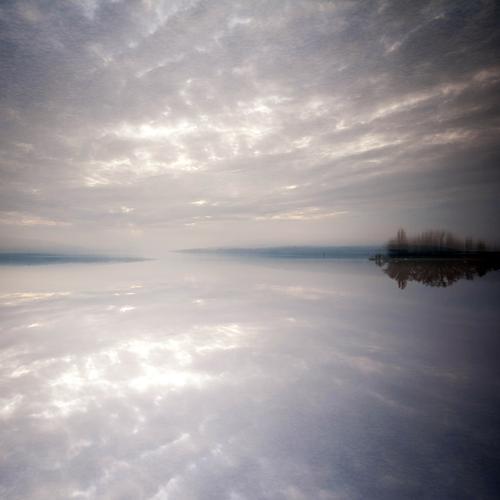 Unwirklich Himmel Natur Wasser Pflanze Landschaft Wolken Ferne Umwelt Herbst Stil See Horizont Stimmung Idylle Ausflug Urelemente