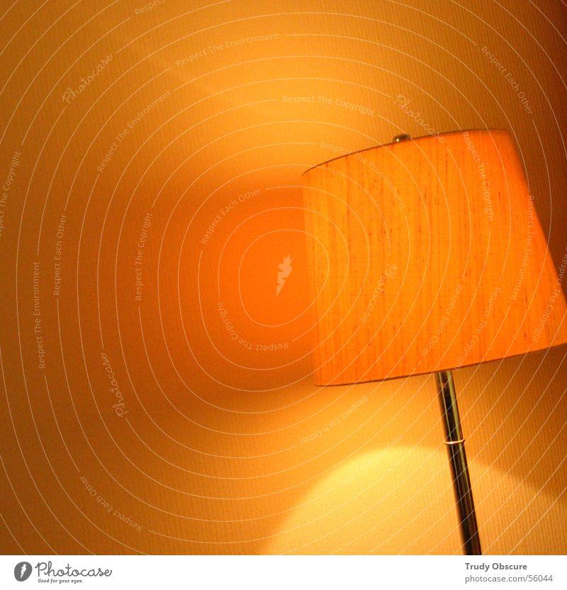 room service Innenarchitektur Lampe Raum Wohnzimmer Regenschirm hell rund gelb Wand Lampenschirm orange Innenaufnahme Strukturen & Formen Licht Schatten