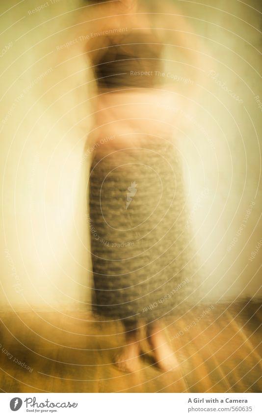 grace Mensch feminin Junge Frau Jugendliche Leben 1 30-45 Jahre Erwachsene Rock Bewegung Tanzen ästhetisch gepunktet Barfuß Gedeckte Farben Innenaufnahme
