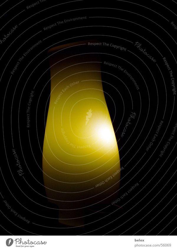 erleuchtung weiß grün schwarz Lampe dunkel Stimmung Beleuchtung Lichtspiel Stehlampe Aura