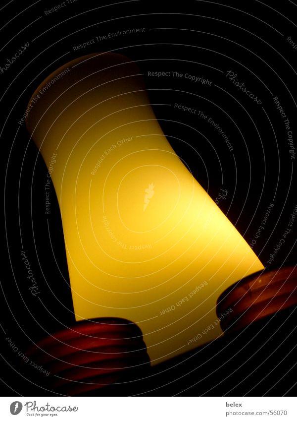 erleuchtung weiß grün schwarz gelb Lampe dunkel Stimmung Beleuchtung Glas Kerze Lichtspiel Teelicht Stehlampe Aura