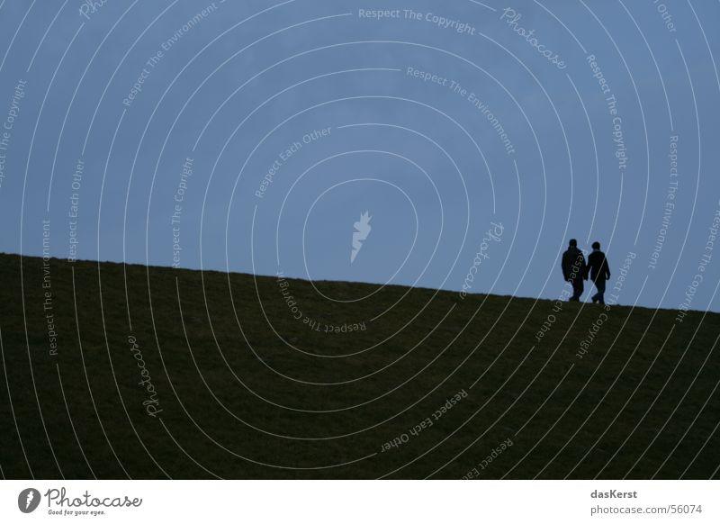 Zweisam Frau Mann Meer Paar Zusammensein Küste Wind paarweise Nordsee harmonisch abwärts Deich